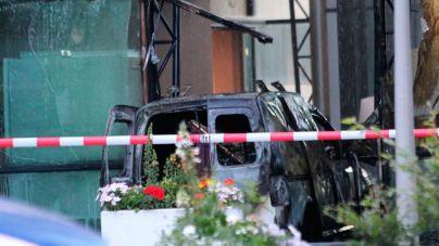Estrellan un coche contra la sede del diario holandés De Telegraaf