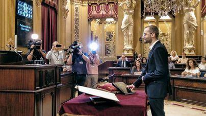 Juli Dalmau toma posesión como nuevo diputado del PSIB