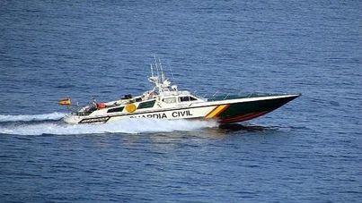 Arde una lancha de alquiler en la bahía de Santa Ponça con cuatro tripulantes a bordo