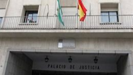 Condenada por encerrar a su hijo de siete años con cadenas en Huelva
