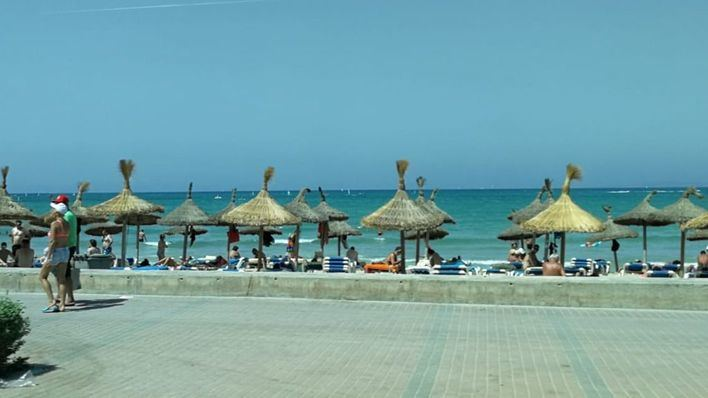 Siete detenidos en Playa de Palma por robar a turistas mientras se bañaban o dormían en la arena