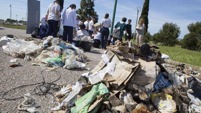 Campaña de recogida de basura en espacios naturales de Balears promovida por el Proyecto Libera