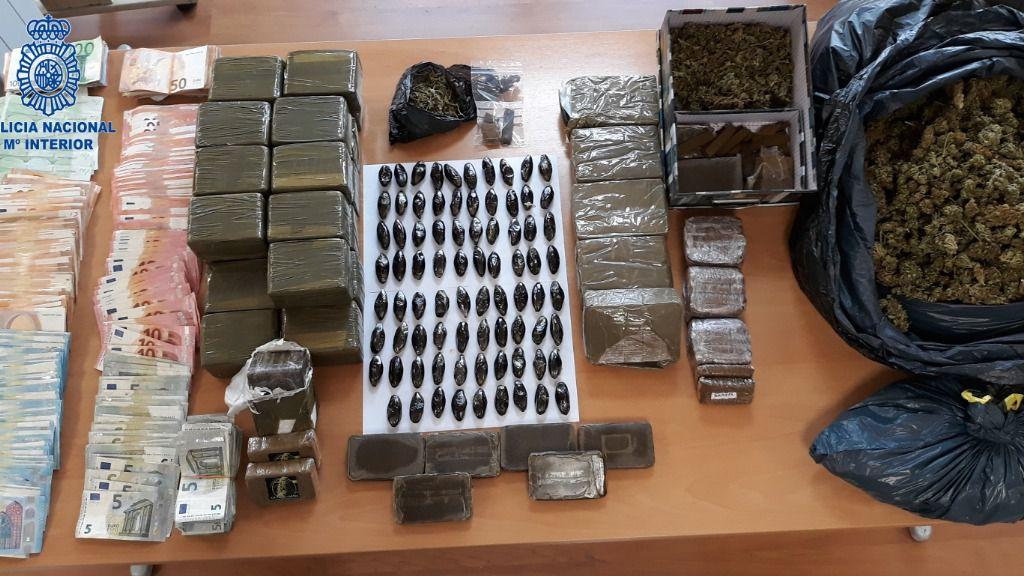 Dos hombres de 26 y 36 años, detenidos por vender drogas en una peluquería de Can Pastilla