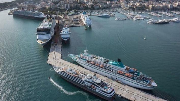Cruceros amarrados en el Puerto de Palma