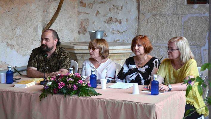Antònia Vicens y Josep M. Llompart presentan
