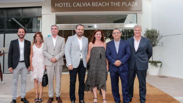 La inauguración del Hotel Calviá Beach The Plaza y Momentum Plaza reunió a varias instituciones