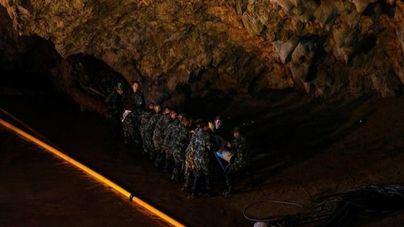 Retrasan el rescate de los ocho niños hasta hacerlo 'de la forma más segura'