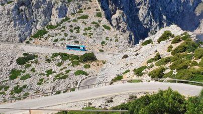 Carretera de Formentor con el bus lanzadera (IB3)