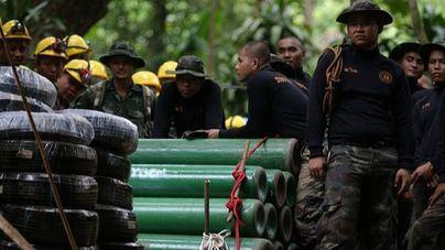 Rescatan a un quinto niño del grupo atrapado en una cueva de Tailandia
