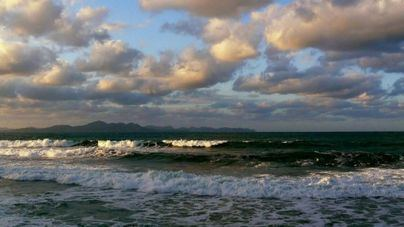 Nubes medias y altas con mucho calor en Balears