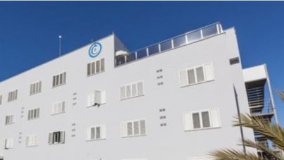 Herida muy grave una turista precipitada en unos apartamentos en Ibiza