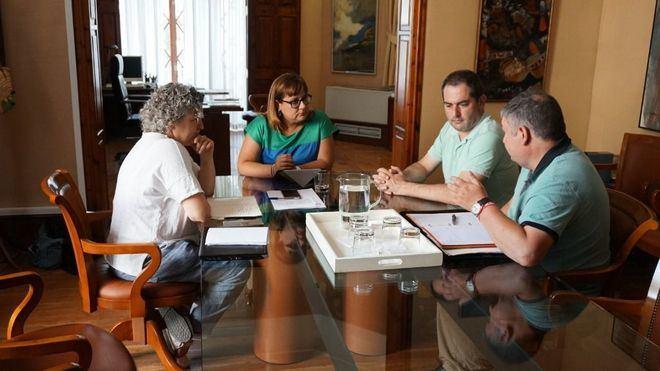 Reunión mantenida por la OCB y la titular de Turisme, Bel Busquets