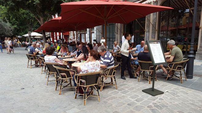 Imagen de una de las terrazas de un hotel en Cort