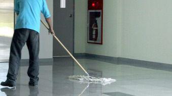 El sector de la limpieza en Balears irá a la huelga a partir del 1 de agosto
