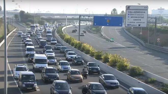 El atasco ha afectado a toda la Via de Cintura en dirección aeropuerto