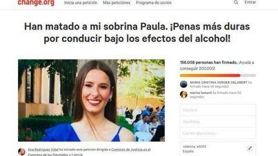 Emotiva concentración en Sa Ràpita pidiendo justicia para Paula, la joven de 15 años atropellada