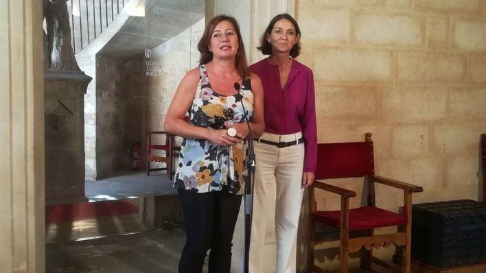 La presidenta del Govern, Francina Armengol junto a la ministra de Turismo