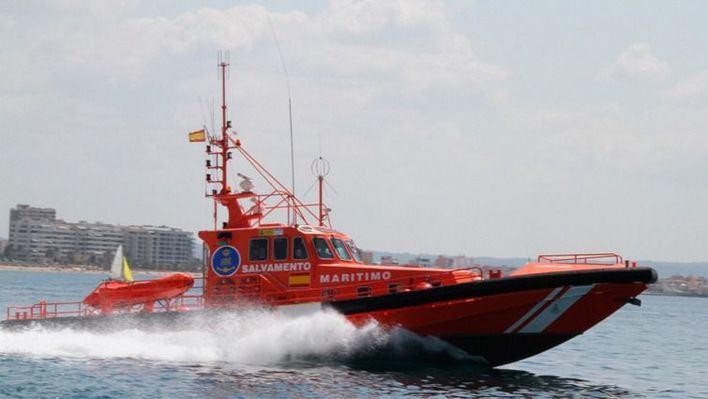 Salvamento rescata a cinco menores de 14 y 15 años que no podían salir del agua en Palma