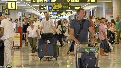 Tres huelgas en Son Sant Joan amenazan el tránsito de más de 4 millones de turistas