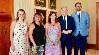 """El embajador británico ofrece prevención contra el """"crecimiento extraño"""" del balconing"""
