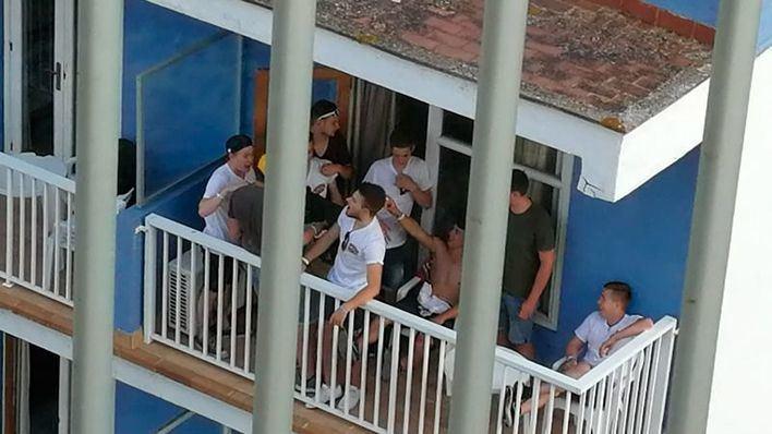 Calvià multa a tres turistas por balconing con sanciones de hasta 1.500 euros