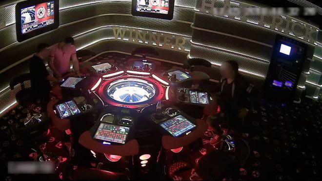 Detenido el gerente de un salón de juegos por piratear las máquinas para quedarse con el dinero