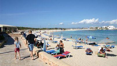Herido muy grave un joven de 23 años precipitado en un hotel en Formentera