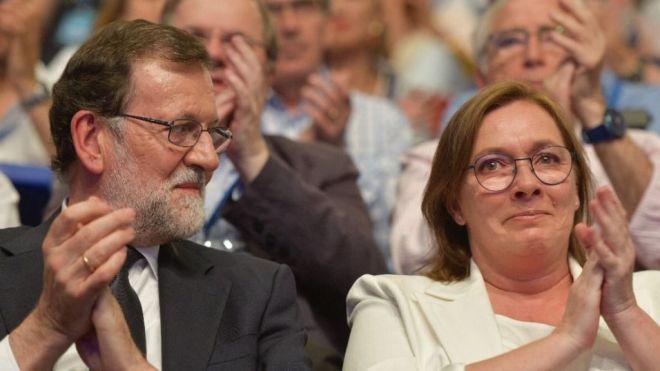 Rajoy y su mujer, muy emocionados en el Congreso del PP