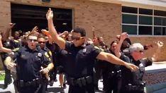 La Policía de Norfolk lo da todo bailando Bruno Mars