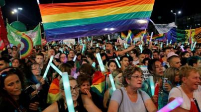 100.000 personas claman en Israel contra la gestación subrogada que excluye a gays