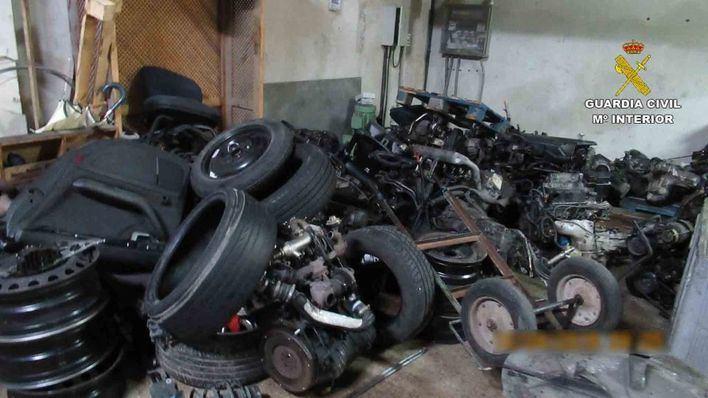 Incautan vehículos robados y detienen a cuatro personas en una operación contra talleres ilegales