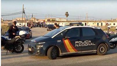 Policía Local y Nacional comienzan el desalojo de las primeras familias de Son Banya