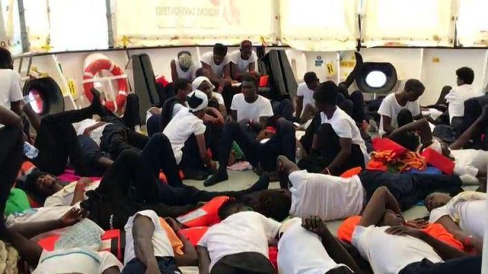 Llegan de Valencia los primeros 16 refugiados del 'Aquarius' al convento de Son Rapinya