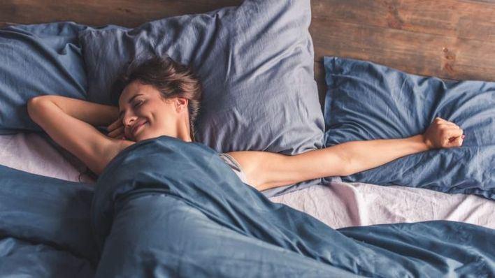Los mejores trucos para dormir más fresco sin aire acondicionado