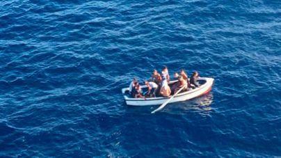 Llega una patera a Cala Figuera con once inmigrantes