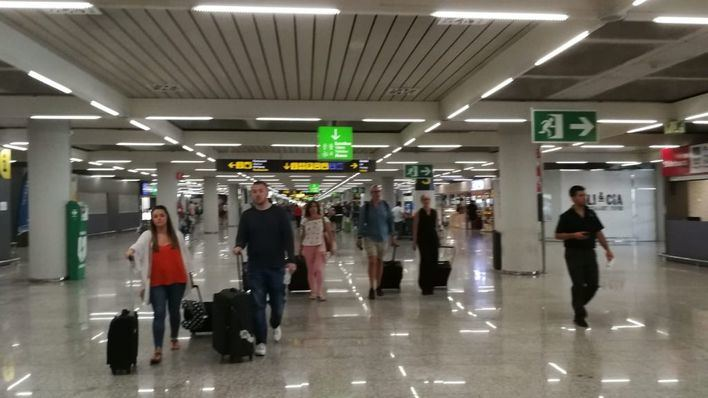 251.038 pasajeros circulan por los aeropuertos de Balears este domingo