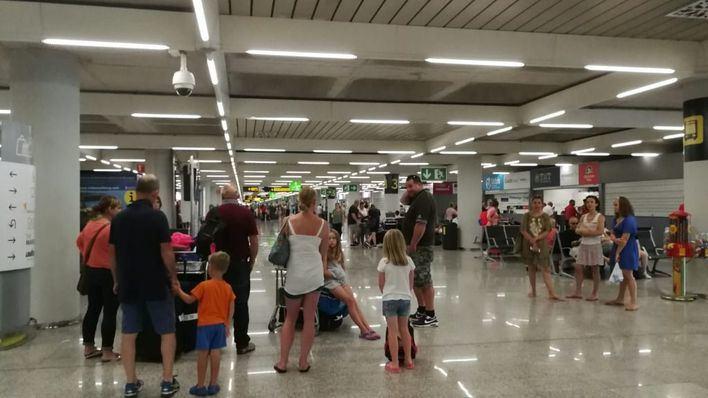 Un total de 211.374 pasajeros circulan por los aeropuertos de Balears este lunes