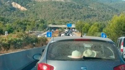 Monumental atasco desde Palma hasta Santa Ponça por una colisión