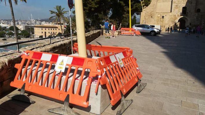 """ARCA cree que las farolas amarillas y el hormigón frente a la Catedral son """"un desastre"""""""
