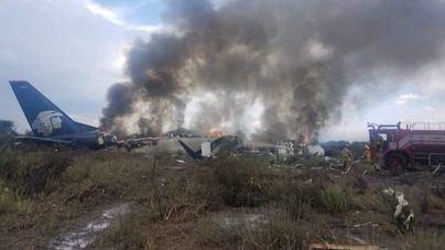 Se estrella un avión en México y los 103 ocupantes sobreviven