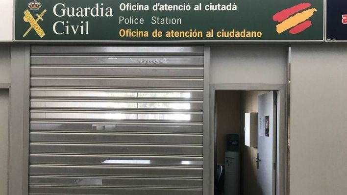 Una maleta sospechosa obliga a cerrar el acceso al aeropuerto de Ibiza