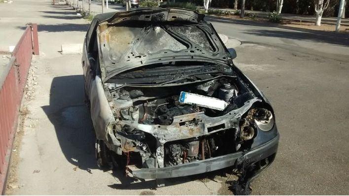 Un coche se quema por completo en Calvià tras chocar con otro