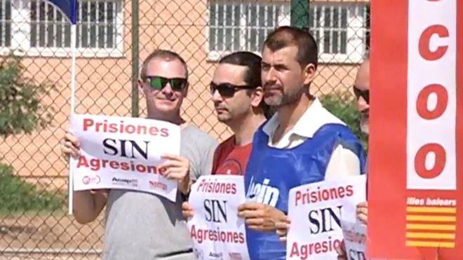 Unos 75 funcionarios se concentran frente a la cárcel de Palma para pedir 'prisiones sin agresiones'