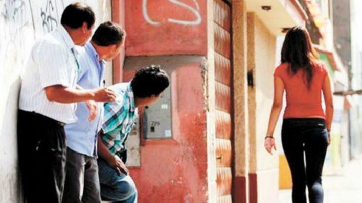 Francia prohíbe el 'acoso callejero' con multas de hasta 750 euros