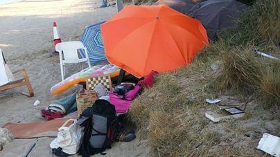 Estupor de vecinos y usuarios ante el asentamiento ilegal de 'sin techo' en la playa de Ca'n Pere Antoni