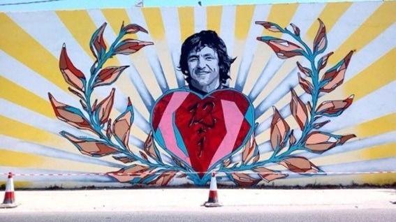 Un graffiti rinde homenaje a Ángel Nieto en el aniversario de su muerte