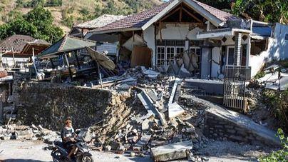 Al menos 91 muertos en un terremoto de magnitud 7 en Indonesia