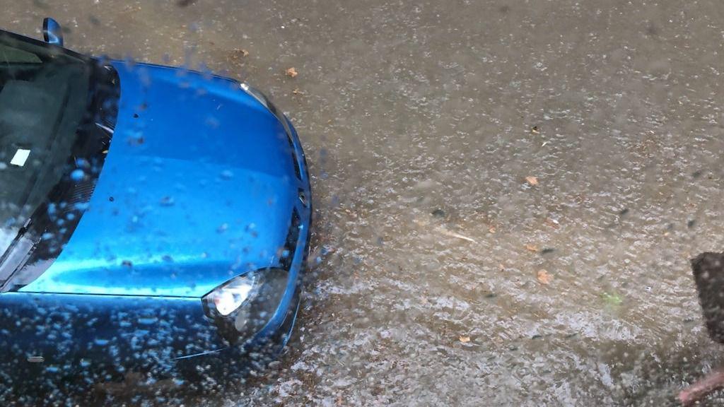 Las lluvias llegan a Mallorca en forma de tormenta y granizo