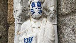 Acto vandálico en una escultura de la Catedral de Santiago