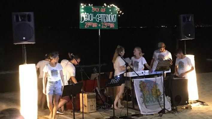Vecinos de Playa de Palma denuncian fiestas ilegales por la noche en plena playa